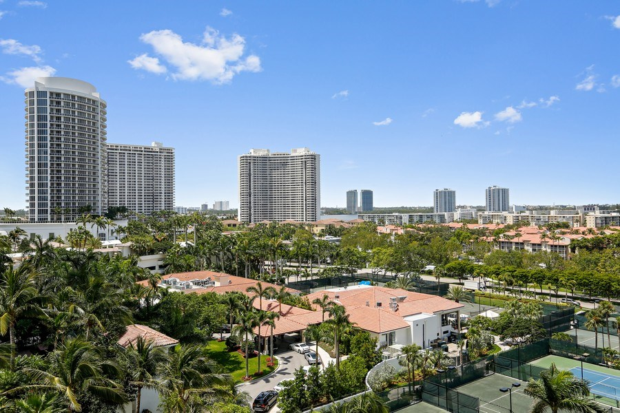 Real Estate Photography - 7000 Island Blvd, Apt 902, Aventura, FL, 33160 - West Exposure
