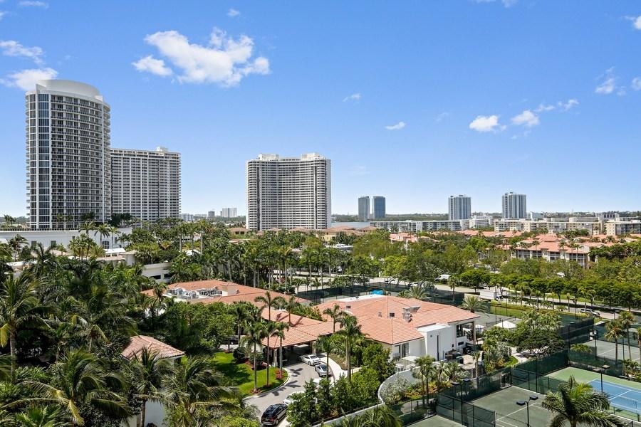 Real Estate Photography - 7000 Island Blvd, Apt 902, Aventura, FL, 33160 - West Exposure