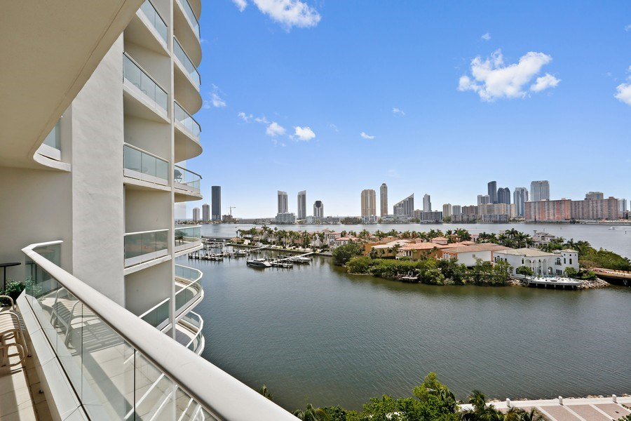 Real Estate Photography - 7000 Island Blvd, Apt 902, Aventura, FL, 33160 - East Exposure