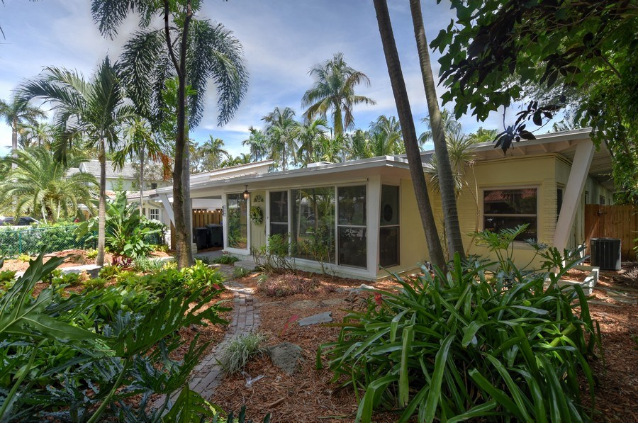 Real Estate Photography - 1209 SE 11 Court, Fort Lauderdale, FL, 33316 - Front Yard