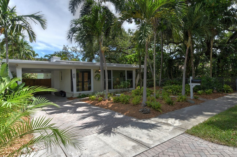 Real Estate Photography - 1209 SE 11 Court, Fort Lauderdale, FL, 33316 - Front View