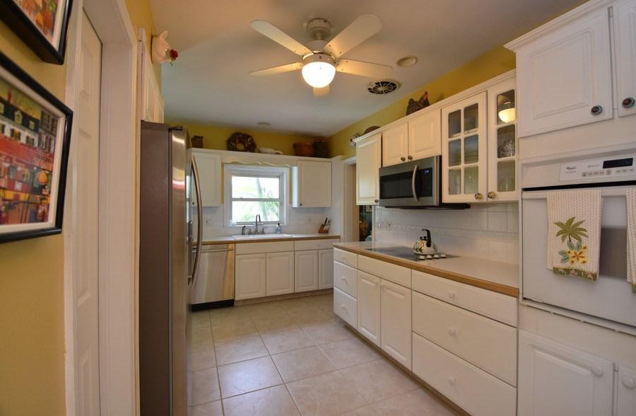 Real Estate Photography - 1209 SE 11 Court, Fort Lauderdale, FL, 33316 - Kitchen