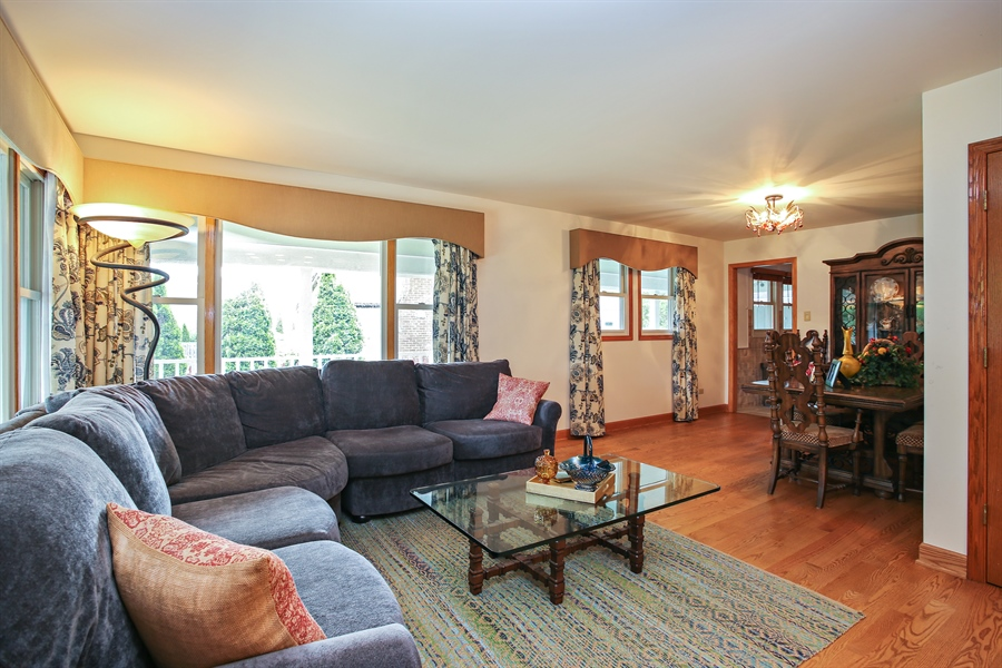 Real Estate Photography - 136 E Morrison Ave, Mount Prospect, IL, 60056 - Kitchen / Living Room