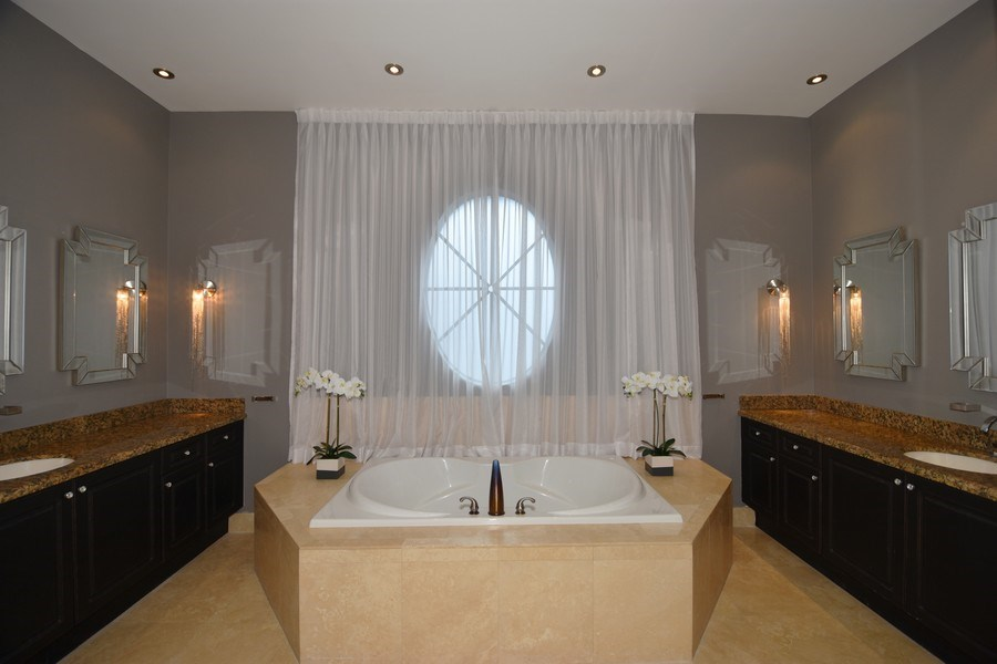 Real Estate Photography - 400 NE 11th Ave, Ft. Lauderdale, FL, 33301 - Master Bathroom