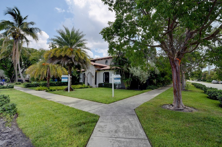 Real Estate Photography - 400 NE 11th Ave, Ft. Lauderdale, FL, 33301 - Front View