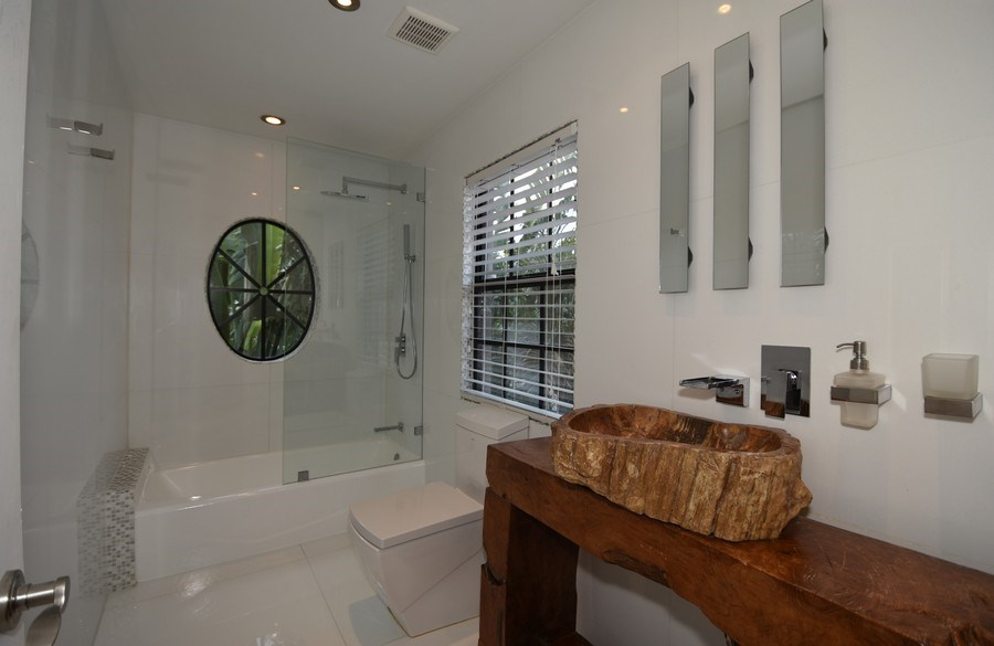 Real Estate Photography - 400 NE 11th Ave, Ft. Lauderdale, FL, 33301 - Bathroom