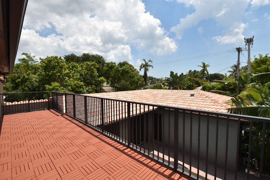Real Estate Photography - 400 NE 11th Ave, Ft. Lauderdale, FL, 33301 - Balcony