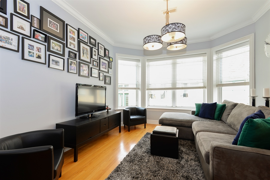 Real Estate Photography - 1426 W Lunt, unit 3 N, Chicago, IL, 60626 - Living Room