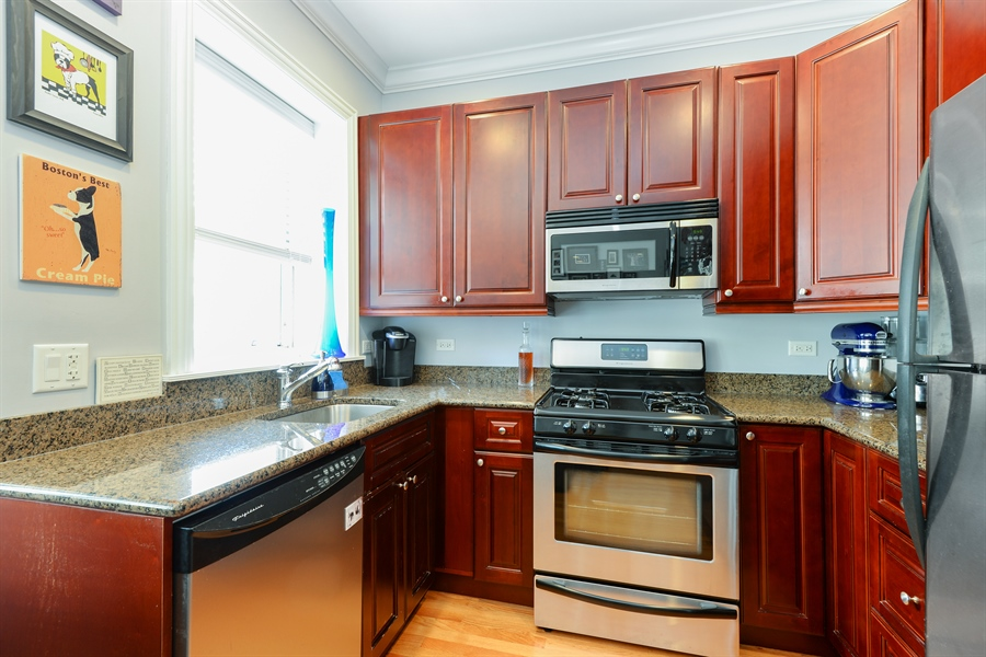 Real Estate Photography - 1426 W Lunt, unit 3 N, Chicago, IL, 60626 - Kitchen