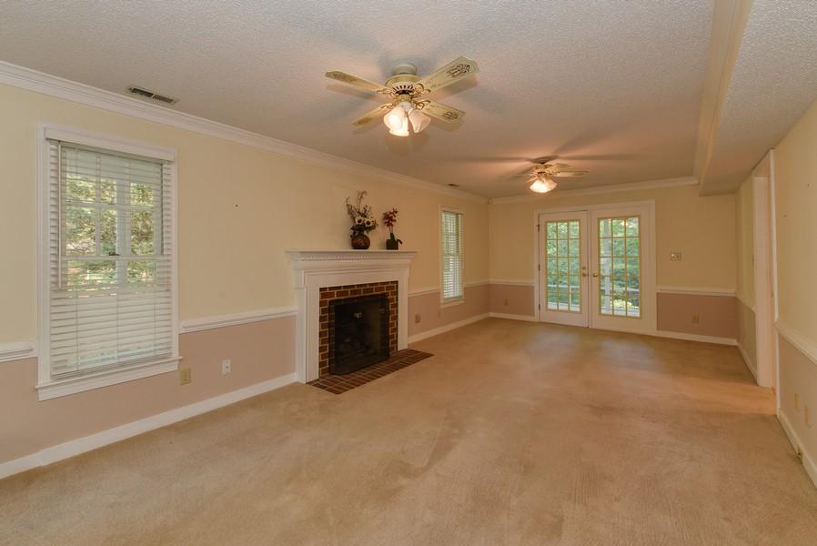 Real Estate Photography - 307 Winterberry Ln, Smithfield, VA, 23430 - Living Room