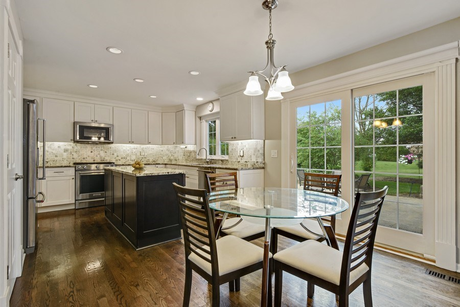 Real Estate Photography - 21345 W Williamsburg Ct, Kildeer, IL, 60047 - Kitchen / Breakfast Room