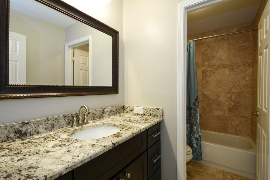 Real Estate Photography - 21345 W Williamsburg Ct, Kildeer, IL, 60047 - 2nd Bathroom