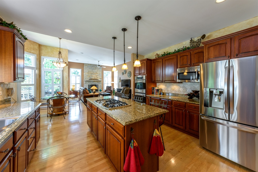 Real Estate Photography - 6322 Valley View, Long Grove, IL, 60047 - Kitchen / Breakfast Room