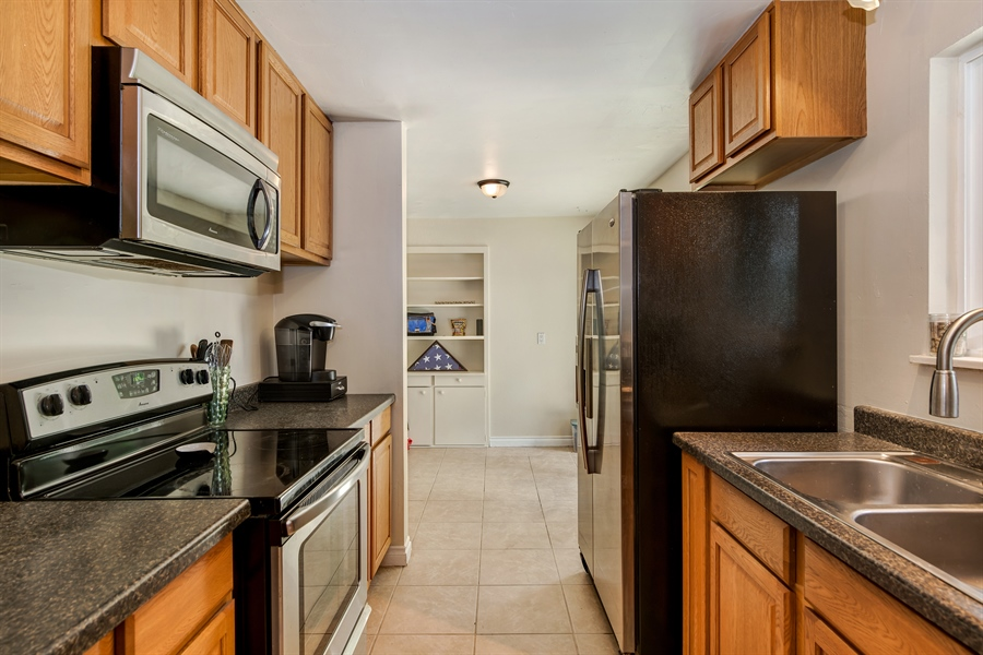 Real Estate Photography - 34212 18th Pl S, Federal Way, WA, 98003 - Kitchen