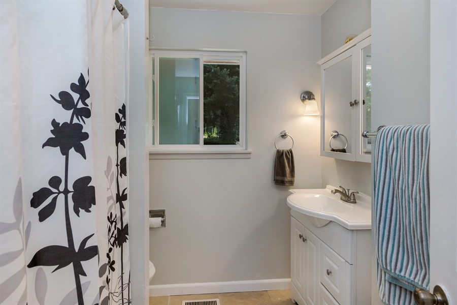 Real Estate Photography - 34212 18th Pl S, Federal Way, WA, 98003 - Bathroom