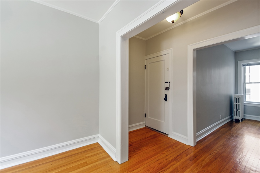 Real Estate Photography - 547 W. Addison St, Unit 2S, Chicago, IL, 60613 - Foyer/Living Room