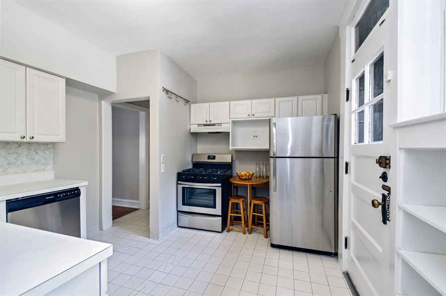 Real Estate Photography - 547 W. Addison St, Unit 2S, Chicago, IL, 60613 - Kitchen