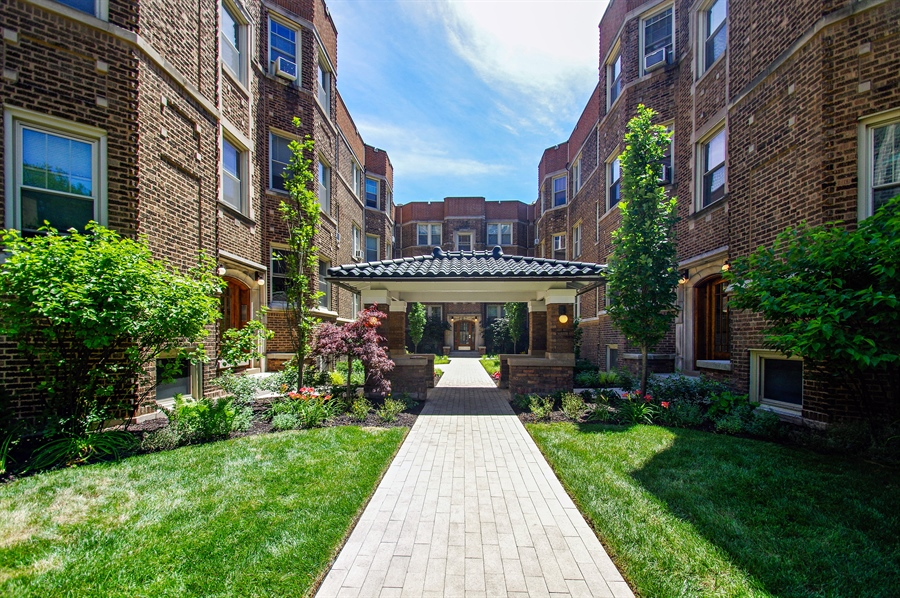 Real Estate Photography - 547 W. Addison St, Unit 2S, Chicago, IL, 60613 - Front View