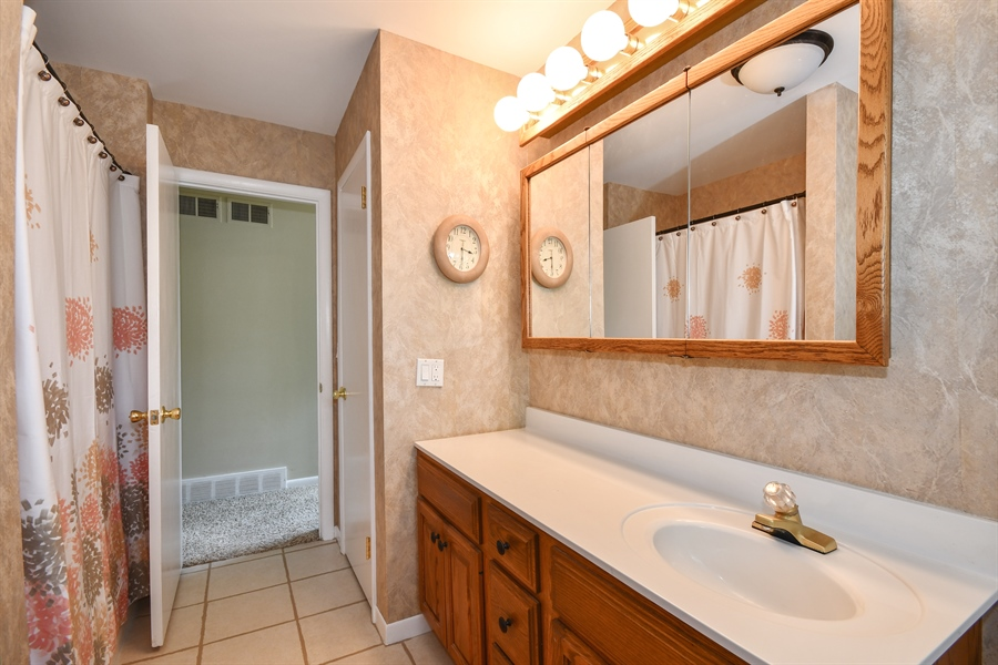 Real Estate Photography - 0S690 Grant, Winfield, IL, 60190 - Master Bathroom