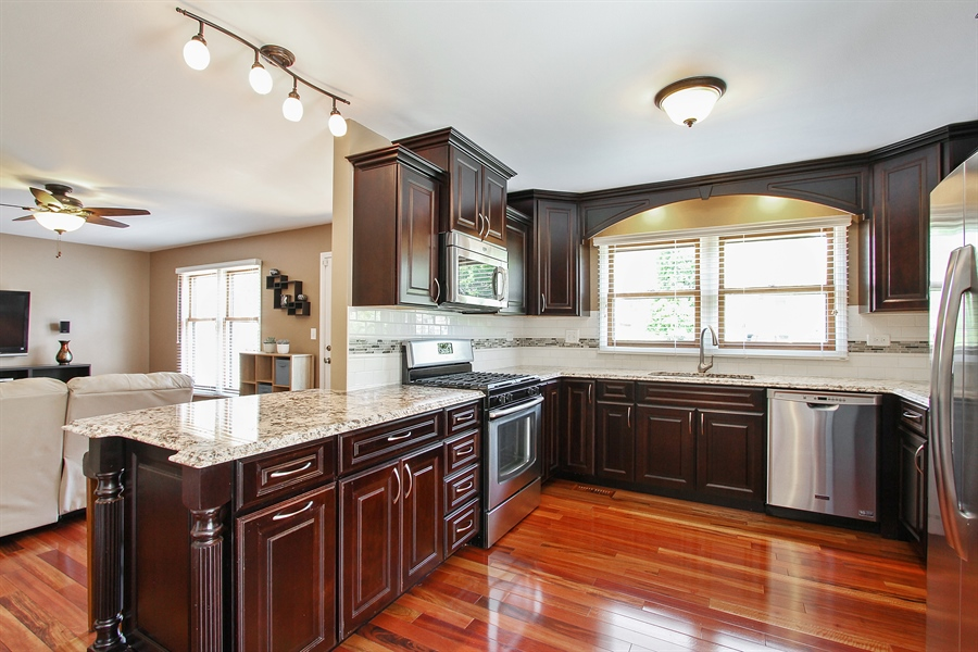 Real Estate Photography - 4291 Forest Glen Dr, Hoffman Estates, IL, 60192 - Kitchen