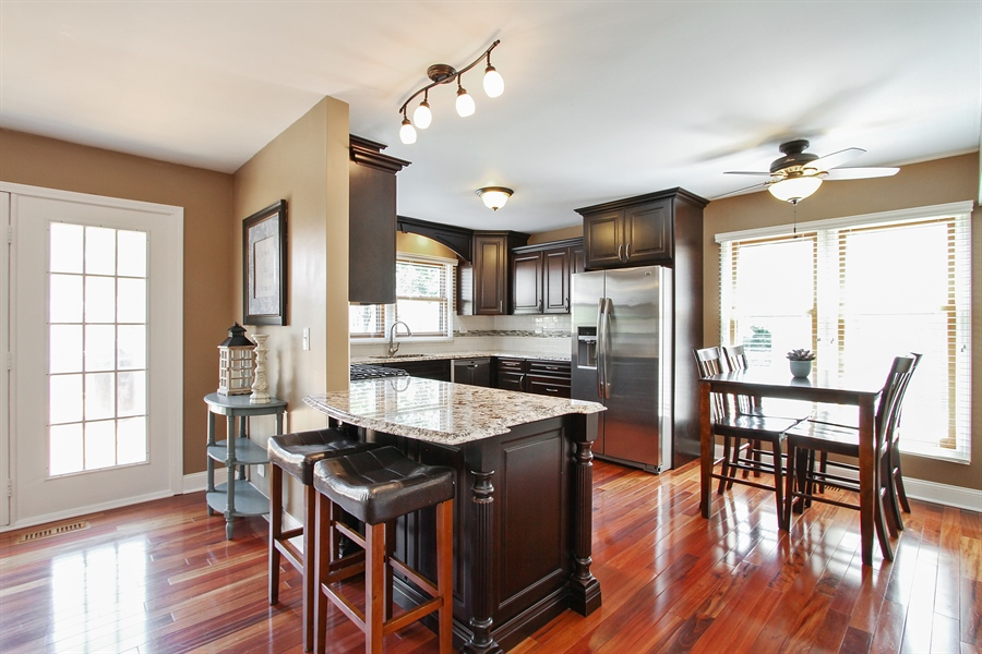 Real Estate Photography - 4291 Forest Glen Dr, Hoffman Estates, IL, 60192 - Kitchen / Breakfast Room