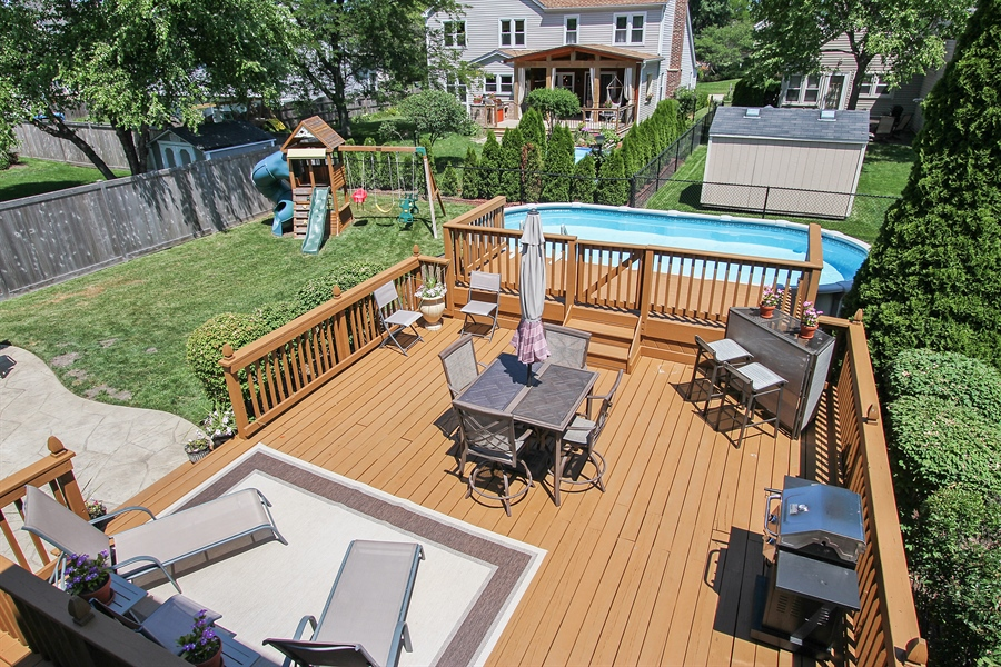 Real Estate Photography - 4291 Forest Glen Dr, Hoffman Estates, IL, 60192 - Back Yard