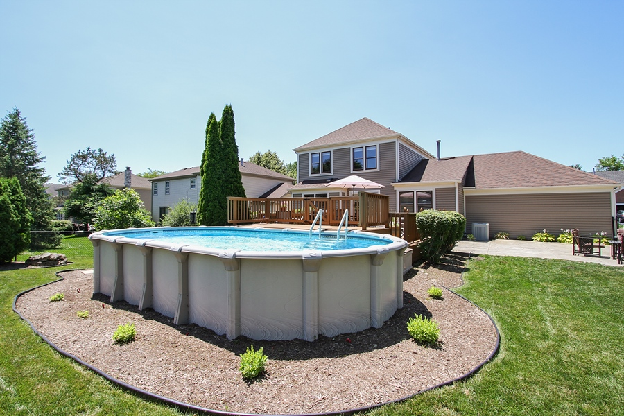 Real Estate Photography - 4291 Forest Glen Dr, Hoffman Estates, IL, 60192 - Pool