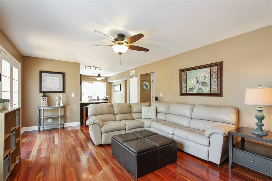 Real Estate Photography - 4291 Forest Glen Dr, Hoffman Estates, IL, 60192 - Family Room