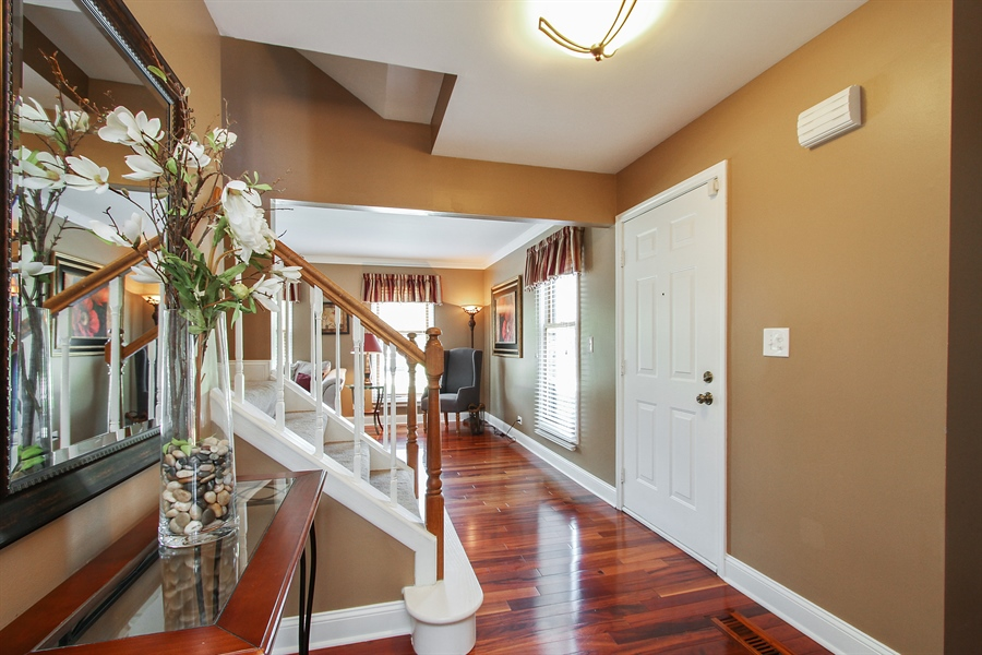 Real Estate Photography - 4291 Forest Glen Dr, Hoffman Estates, IL, 60192 - Foyer