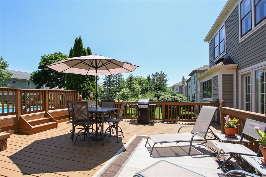 Real Estate Photography - 4291 Forest Glen Dr, Hoffman Estates, IL, 60192 - Deck