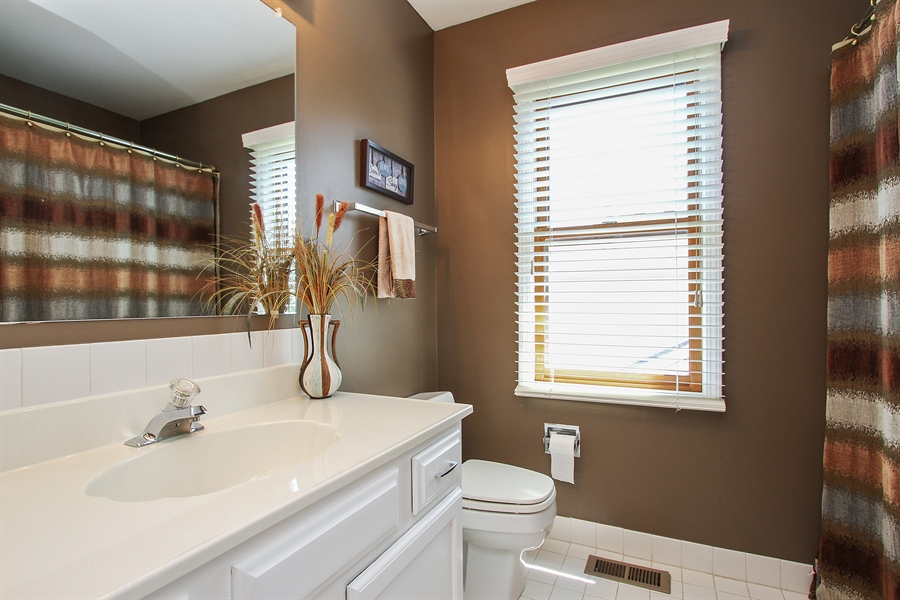 Real Estate Photography - 4291 Forest Glen Dr, Hoffman Estates, IL, 60192 - Bathroom