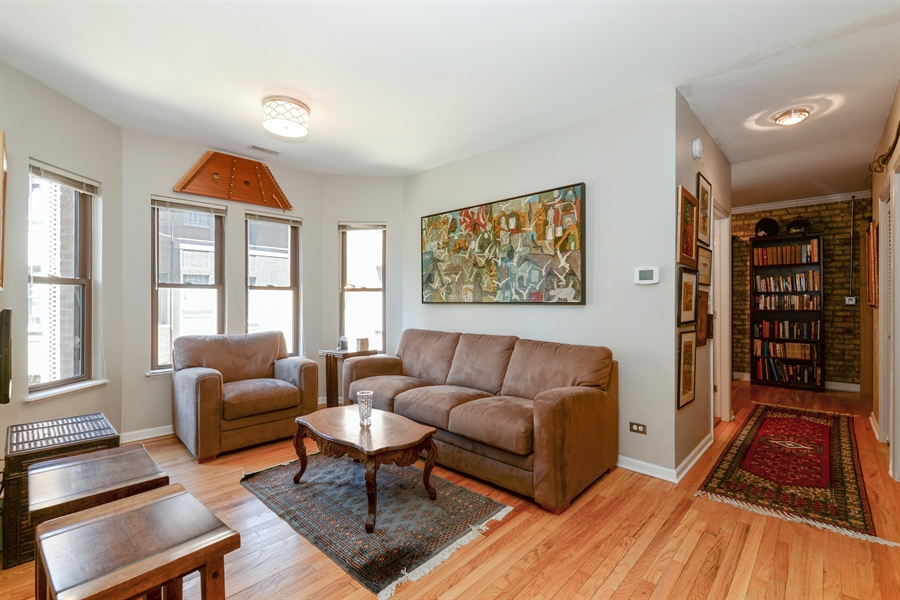 Real Estate Photography - 7715 N Hermitage, #2I, Chicago, IL, 60626 - Living Room