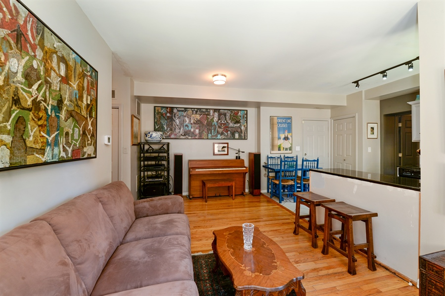 Real Estate Photography - 7715 N Hermitage, #2I, Chicago, IL, 60626 - Great room