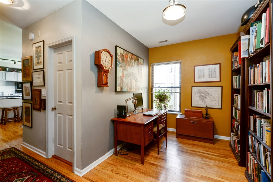 Real Estate Photography - 7715 N Hermitage, #2I, Chicago, IL, 60626 - Office