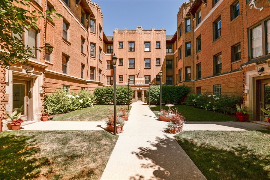 Real Estate Photography - 7715 N Hermitage, #2I, Chicago, IL, 60626 - Front View