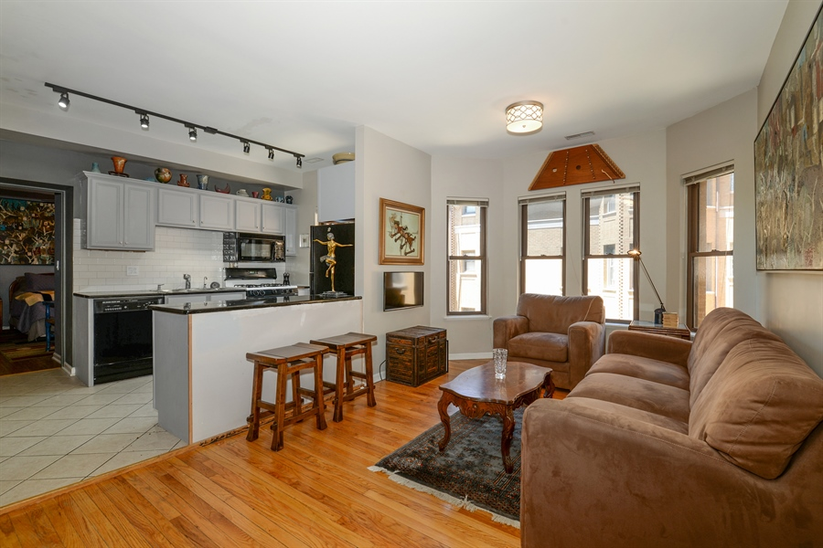 Real Estate Photography - 7715 N Hermitage, #2I, Chicago, IL, 60626 - Kitchen / Living Room