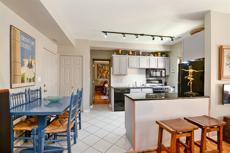 Real Estate Photography - 7715 N Hermitage, #2I, Chicago, IL, 60626 - Kitchen / Dining Room