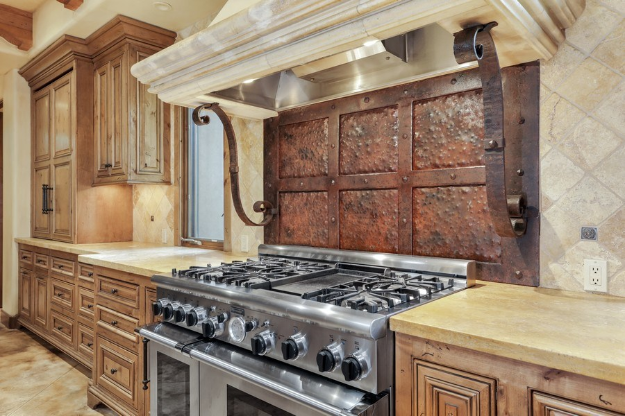 Real Estate Photography - 5183 Chelshire Downs Rd, Granite Bay, CA, 95746 - Kitchen