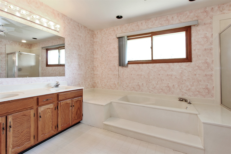 Real Estate Photography - 1182 Tracie Drive, Lake Zurich, IL, 60047 - Master Bathroom