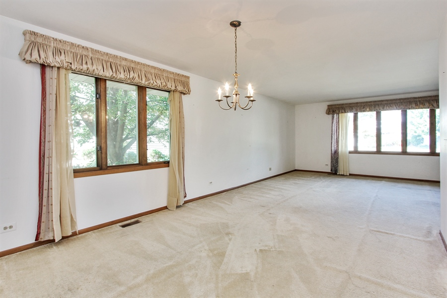 Real Estate Photography - 1182 Tracie Drive, Lake Zurich, IL, 60047 - Dining Room