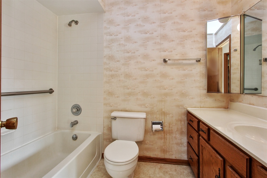 Real Estate Photography - 1182 Tracie Drive, Lake Zurich, IL, 60047 - 2nd Bathroom