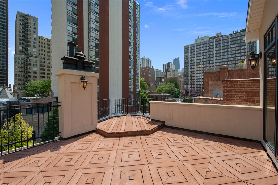 Real Estate Photography - 1433 N State Pkwy, Chicago, IL, 60610 - Roof Deck