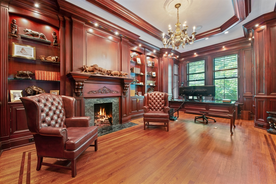 Real Estate Photography - 1433 N State Pkwy, Chicago, IL, 60610 - Library