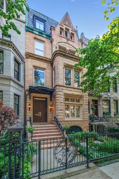 Real Estate Photography - 1433 N State Pkwy, Chicago, IL, 60610 - Front View