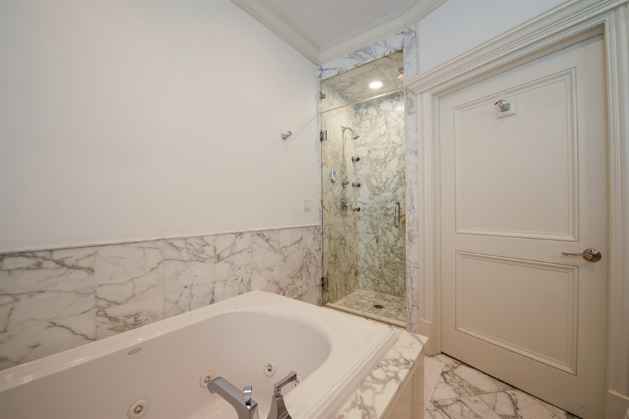 Real Estate Photography - 1433 N State Pkwy, Chicago, IL, 60610 - 2nd Bathroom