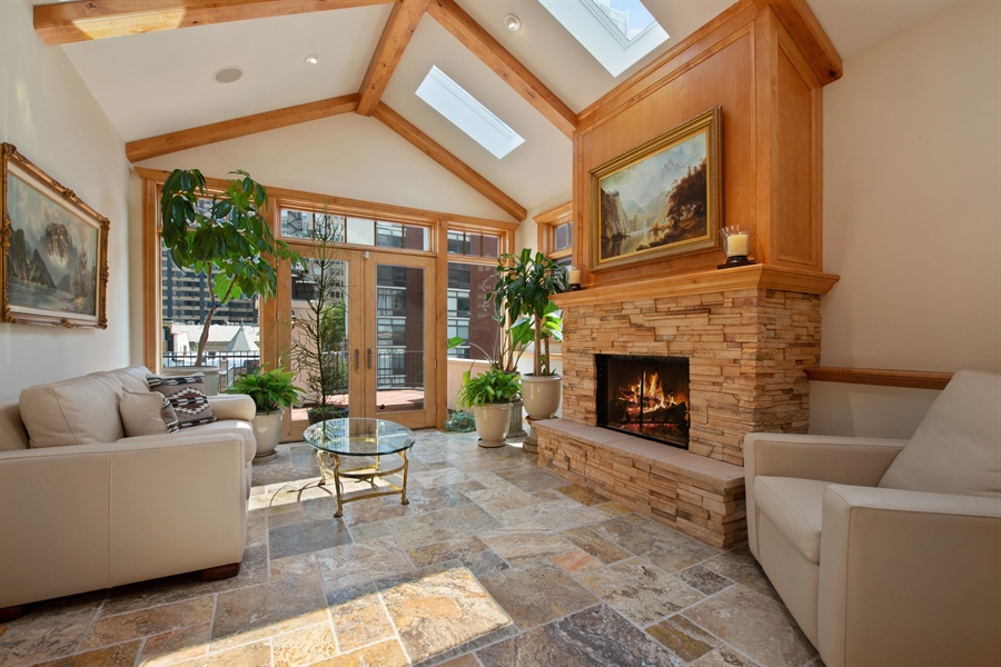 Real Estate Photography - 1433 N State Pkwy, Chicago, IL, 60610 - Sun Room