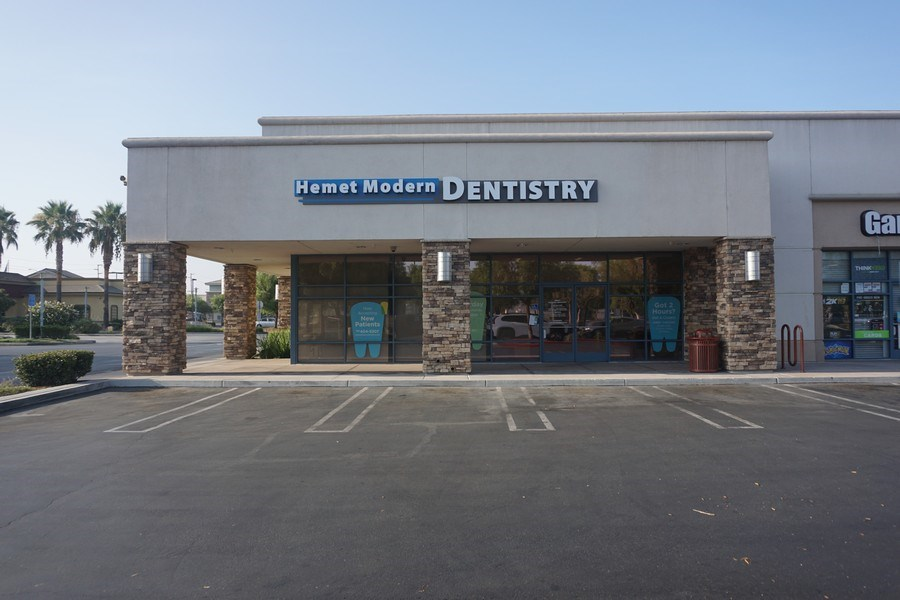 Real Estate Photography - 1115 S. Sanderson Avenue, ,Hemet Modern Dentistry, Hemet, CA, 92545 - Front View