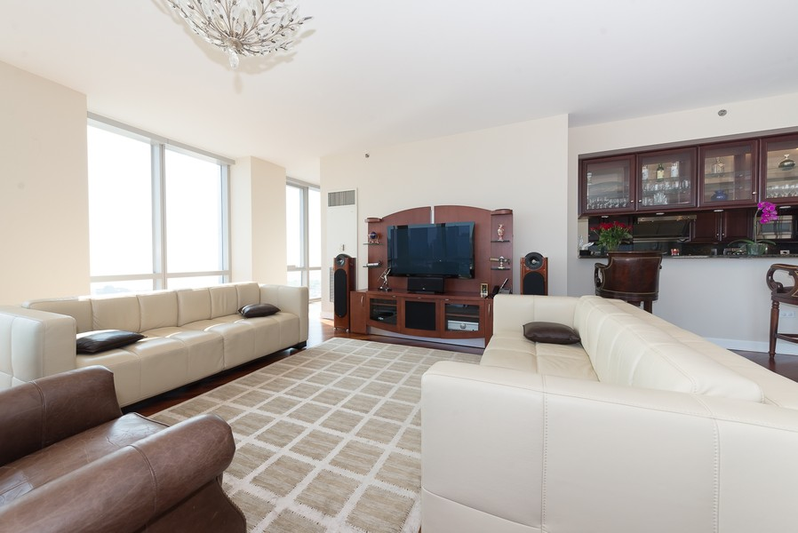 Real Estate Photography - 1211 S Prairie, Unit #3201, Chicago, IL, 60605 - Living Room