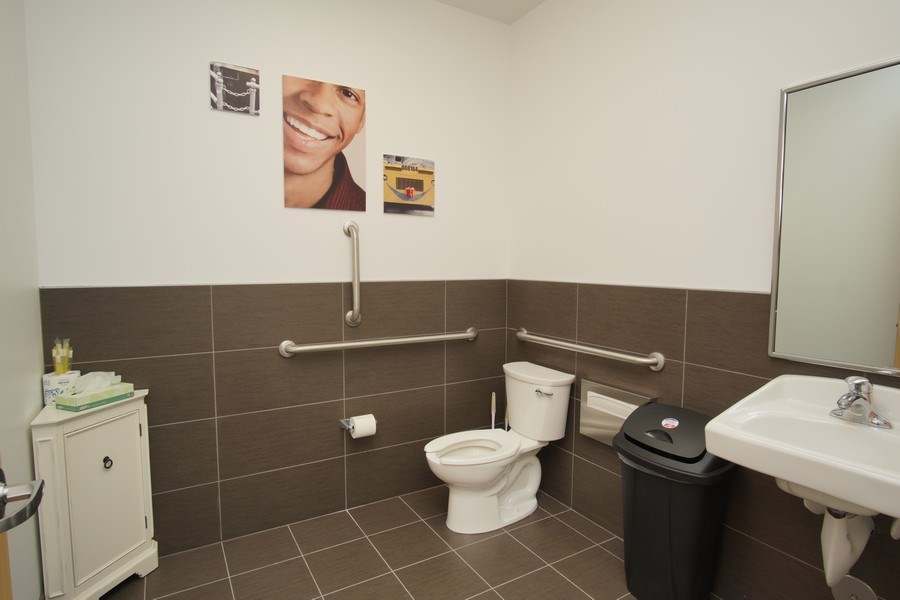 Real Estate Photography - 20140 McLoughlin Blvd, ,Gladstone Smiles, Gladstone, OR, 97027 - Bathroom