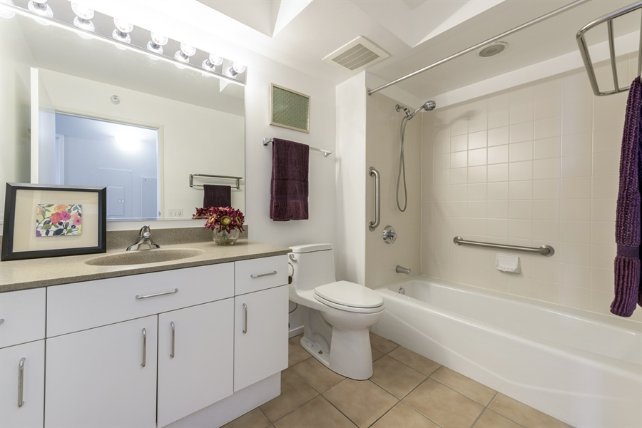 Real Estate Photography - 1720 Maple, Unit 1220, Evanston, IL, 60201 - 2nd Bathroom